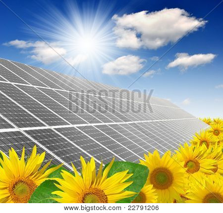 Paneles de energía solar contra el cielo soleado