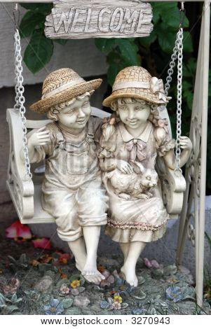 friends statue