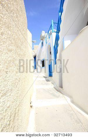 Straße auf der Insel Santorini in Griechenland
