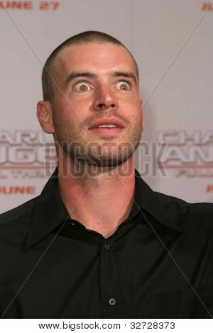 LOS ANGELES - JUN 18: Scott Foley at the premiere of 'Charlie's Angels: Full Throttle' on June 18, 2003 in Los Angeles, California