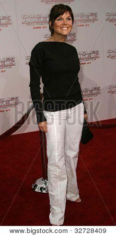 LOS ANGELES - JUN 18: Tiffani Thiessen at the premiere of 'Charlie's Angels: Full Throttle' on June 18, 2003 in Los Angeles, California