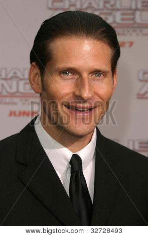 LOS ANGELES - JUN 18: Crispin Glover at the premiere of 'Charlie's Angels: Full Throttle' on June 18, 2003 in Los Angeles, California