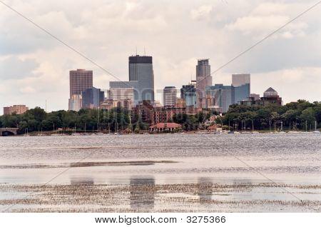 Skyline de Minneapolis de Lago Calhoun