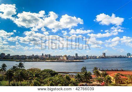 Karibik-Kuba-Blick auf die Skyline von Havanna