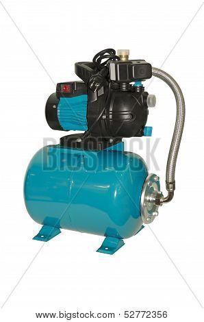 Water pump with pressure vessel