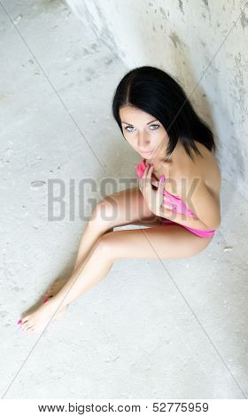Photo of pretty woman sitting on the floor