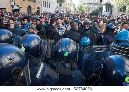 Police faces secondary school students in Milan, Italy