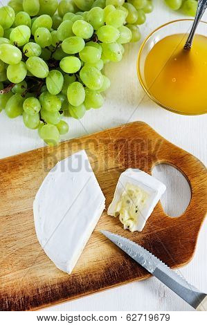Cheese With Blue Mould, Honey And Grape