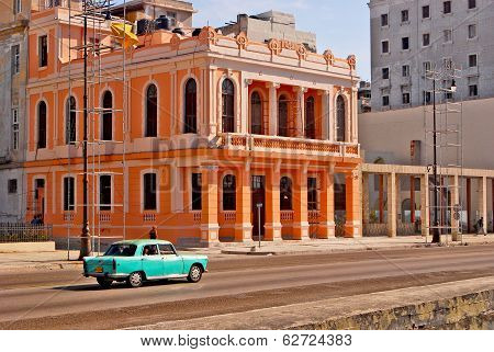 An old American car in Havana