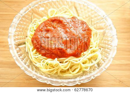Thin Spaghetti With Sauce In A Glass Bowl