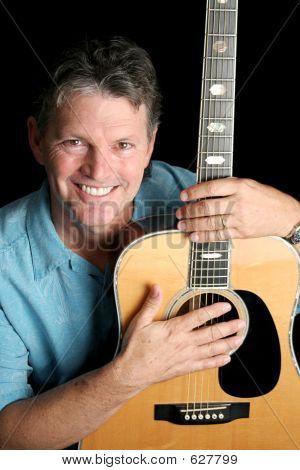 Musiker liebt Gitarre