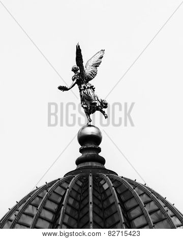 Angel statue on Dresden Academy of Arts dome