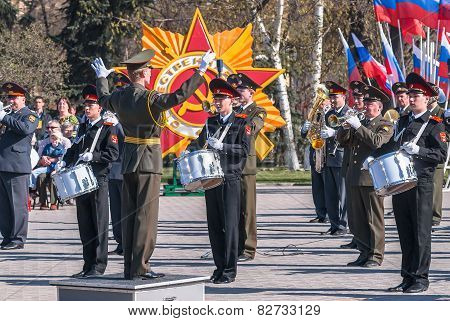 Military orchestra play on Victory Day parade