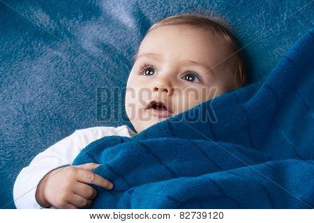 Curiose cute baby smile