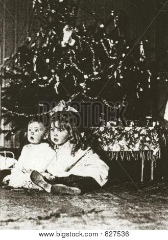 Foto de 1902 de 2 niños en Navidad