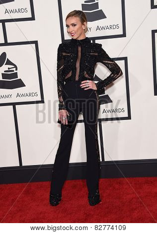 LOS ANGELES - FEB 08:  Giuliana Rancic arrives to the Grammy Awards 2015  on February 8, 2015 in Los Angeles, CA