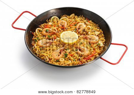 fideua de marisco, seafood pasta paella, spanish cuisine isolated on white background
