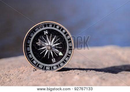 Analogic Compass