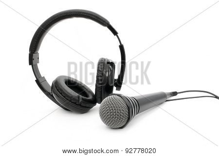 Microphone And Headphones With Wires