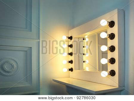 Mirror With Bulbs For Make Up