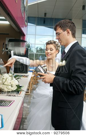 groom spending money on bride