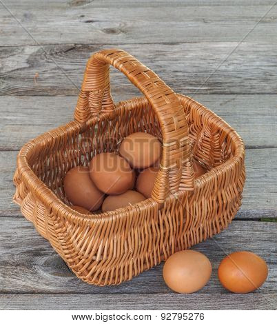Brow Eggs In Basket