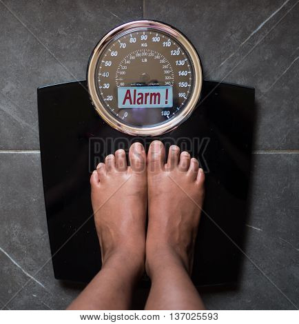 the bathroom scale that talks to you and tells the truth on the screen: alarm!