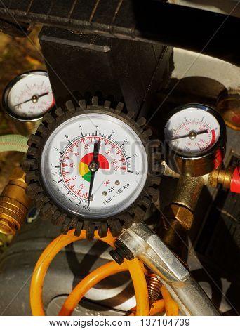Air pressure gauge in a car workshop