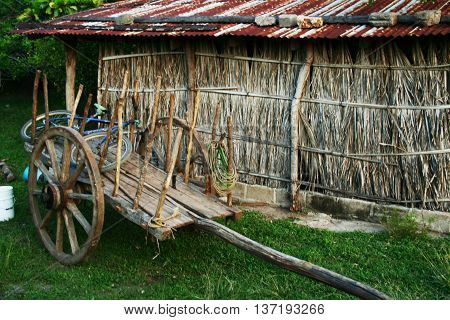 Old animal cart to work in the countryside