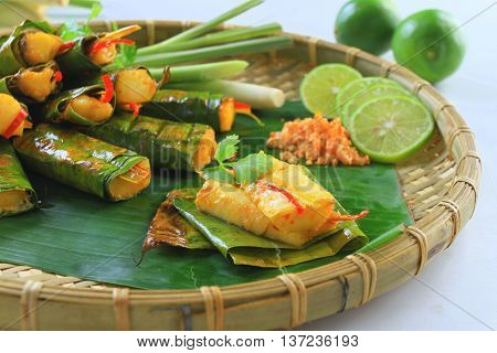 Vietnamese steamed rice pancake with shrimp on tray with banana leaf