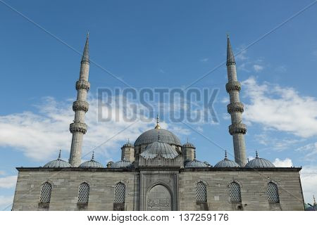 the 17th century Ottoman imperal Yeni Valide Sultan mosque, Istanbul, Turkey