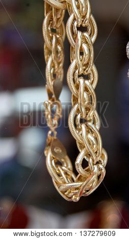 picture of A fragment of a gold  chain on a store display