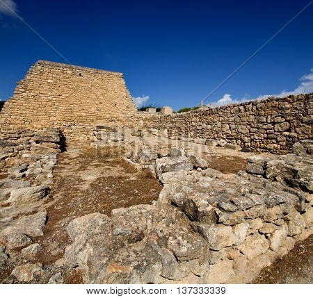 Fragment of Knossos Palace with a large wall on the island of Crete. Greece