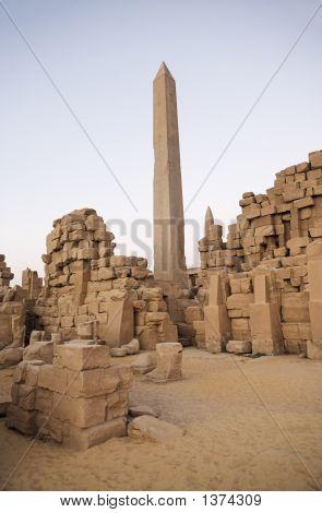 Obelisco del templo de Karnak