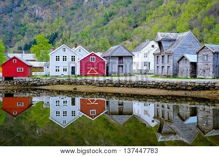 Scandinavian House And Lake