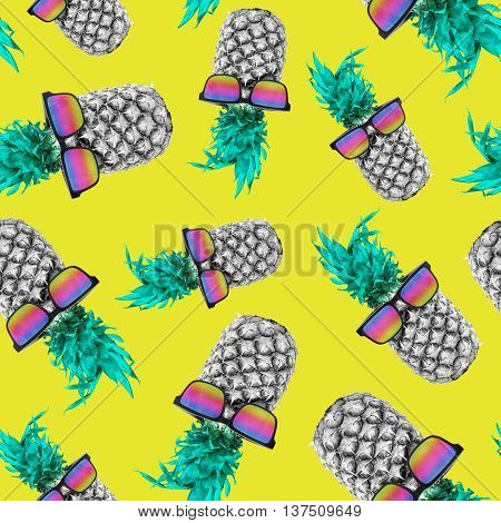 Summer Pineapple With Sunglasses Seamless Pattern
