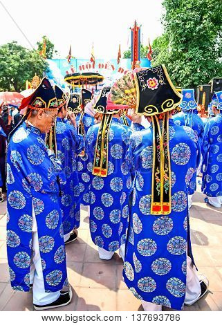 BAC Ninh, Vietnam, March 16, 2016 his particular group, wearing traditional dress, attended the village, remembering 8 Ly dynasties, Dinh Bang, Bac Ninh