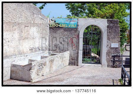 Erchie, Costa d'Amalfi Antico lavatoio pubblico nei pressi della Marina nel piccolo Borgo di Erchie - Ancient washhouse in the village of Erchie on the Amalfitan Coast - Italy, May 2016