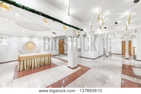 MOSCOW/RUSSIA - DECEMBER 2014. The interior of the deluxe restaurant of Uzbek cuisine - Babay Club in an oriental style. White ballroom