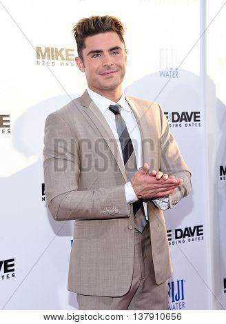 LOS ANGELES - JUN 29:  Zac Efron arrives to the