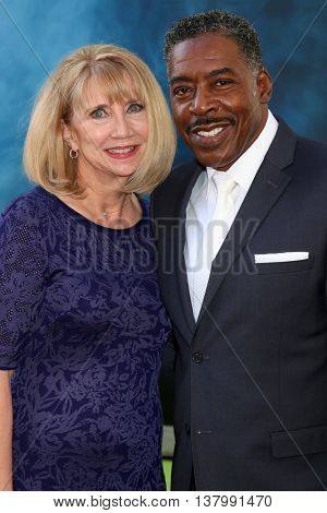 LOS ANGELES - JUL 9:  Linda Kingsberg, Ernie Hudson at the Ghostbusters Premiere at the TCL Chinese Theater IMAX on July 9, 2016 in Los Angeles, CA