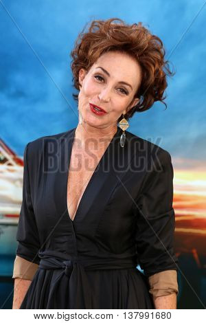 LOS ANGELES - JUL 9:  Annie Potts at the Ghostbusters Premiere at the TCL Chinese Theater IMAX on July 9, 2016 in Los Angeles, CA