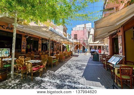 Rethymno, Crete - 27 Maj, 2016 : Unidentified People Visit Historical Centre Of Rethymno City On Cre