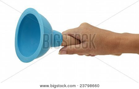 Frau Holding Drain Waschbecken Plunger, Studio Isolated Over White
