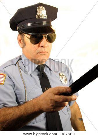 Policial sério
