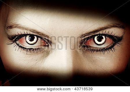 Böse Zombie-Augen