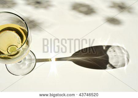 Glas Champagner und Sternen