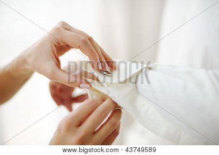 Punho de camisa do noivo