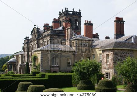 Decorative Roof. Exterior. Topiary