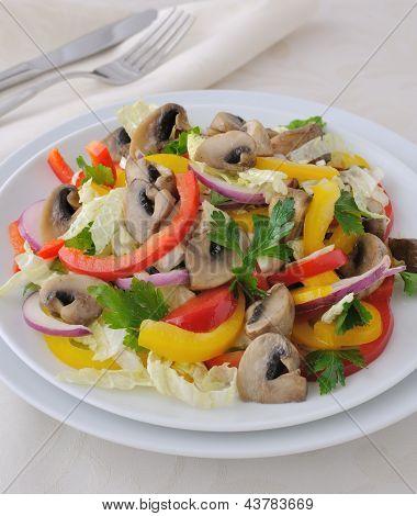 Salada de legumes com cogumelos
